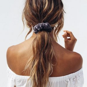 How To Wear Scrunchies Without Feeling Like You've Popped Straight Outta The 90's (17)