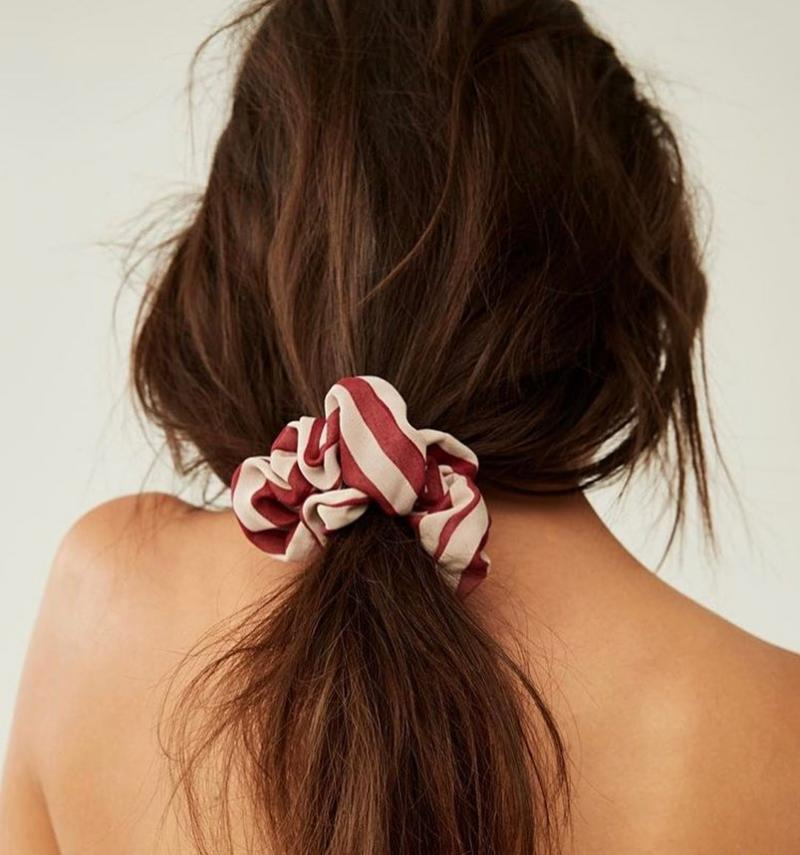 How To Wear Scrunchies Without Feeling Like You've Popped Straight Outta The 90's (15)