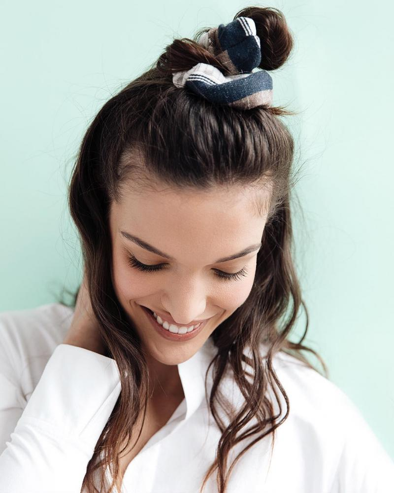 How To Wear Scrunchies Without Feeling Like You've Popped Straight Outta The 90's (9)