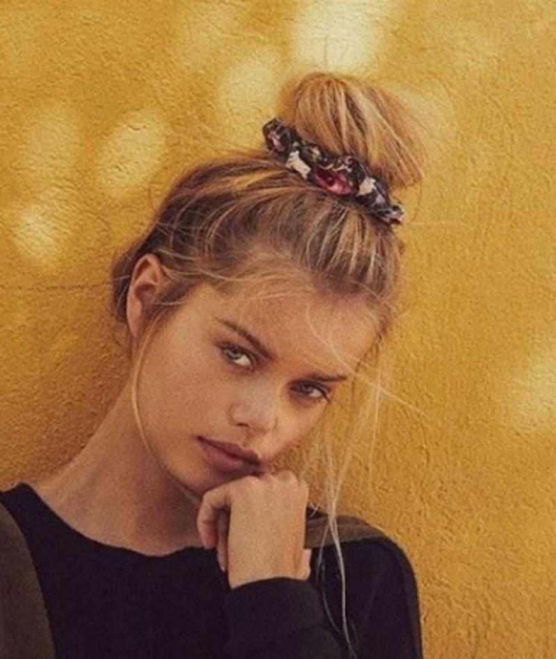 How To Wear Scrunchies Without Feeling Like You've Popped Straight Outta The 90's (7)