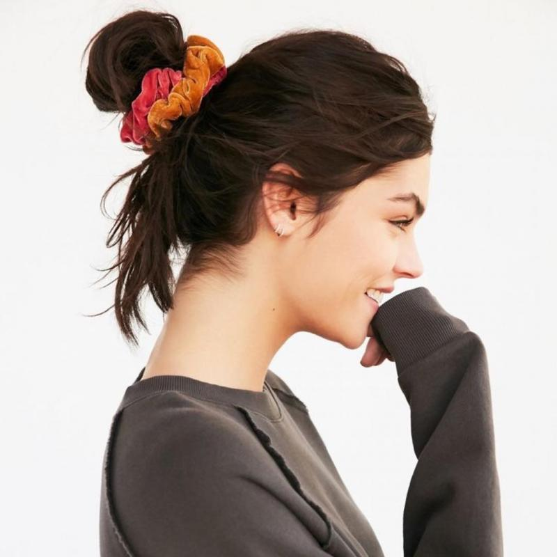 How To Wear Scrunchies Without Feeling Like You've Popped Straight Outta The 90's (22)