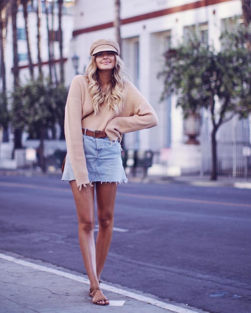 Elle Ferguson is the effortlessly cool girl, she rocks every outfit regardless if it's a pair of denim shorts or a Balmain dress. (5)